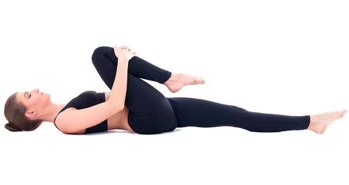 http://yogaesmas.com/posiciones-de-yoga-postura-para-liberar-el-viento-o-pavanamuktasana/