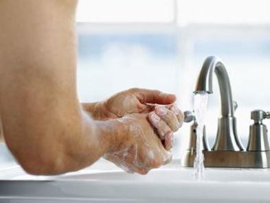 lavarse las manos frecuentemente