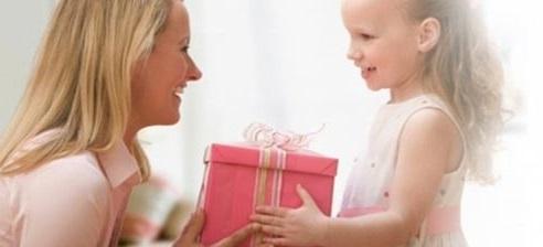 llevarle algun regalo tambien a el