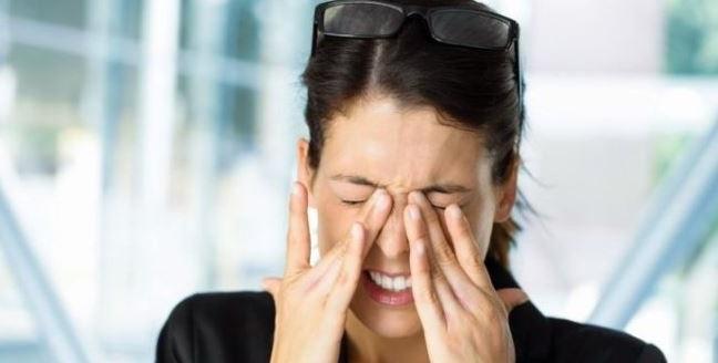 la irritacion de los ojos es una de las causas de los espasmos oculares
