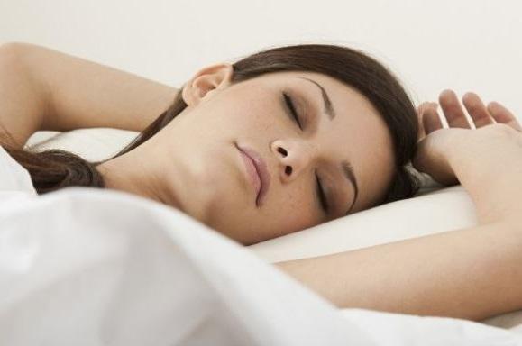 dormir boca arriba es complicado, pero si dormimos de lado nos salen arrugas