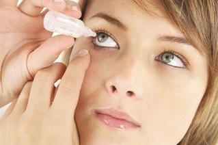 la queratitis puede tratarse con gotas, entre otras cosas