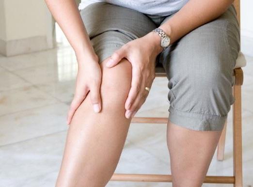 caminar es beneficioso para quienes sufren de artritis o fibromialgia pues alivia los dolores