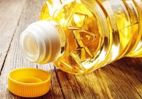 el aceite vegetal es un buen remedio para suavizar los pies secos y agrietados