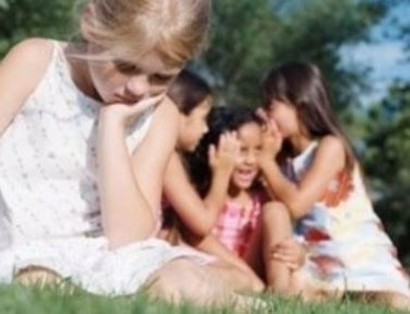los niños con sindrome de asperger tienen graves dificultades para comunicarse y para entablar relaciones sociales
