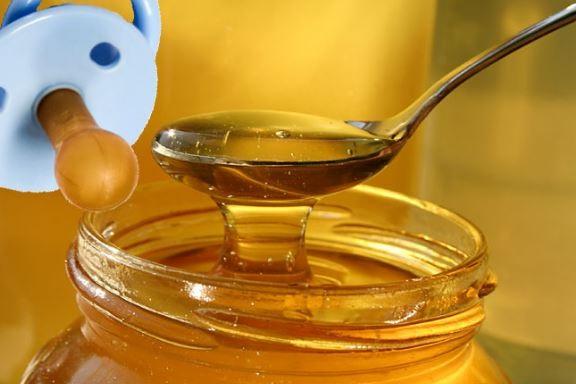 no usar la miel en los chupetes ni darselo a los bebes porque puede contener una espora y causar botulismo infantil
