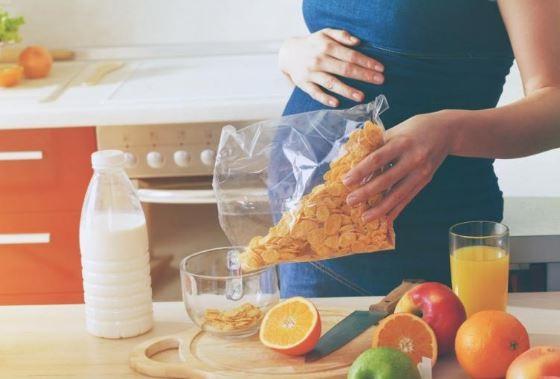 para evitar el sobrepeso en el embarazo es aconsejable comer varias veces y de forma controlada
