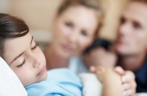 el niño necesita reposo despues de someterse a una adenoidectomía