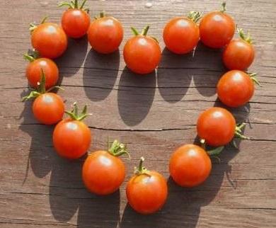 el tomate tiene propiedades antioxidantes que luchan contra los radicales libres que son los responsables del cancer