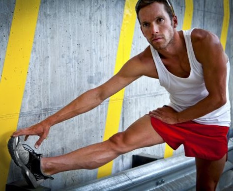 antes de ponerte a hacer deporte es importante que estires bien para evitar lesiones