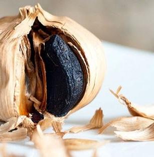 el ajo negro es un gran alimento para aquellas personas que pasan por momentos emocionales dificiles