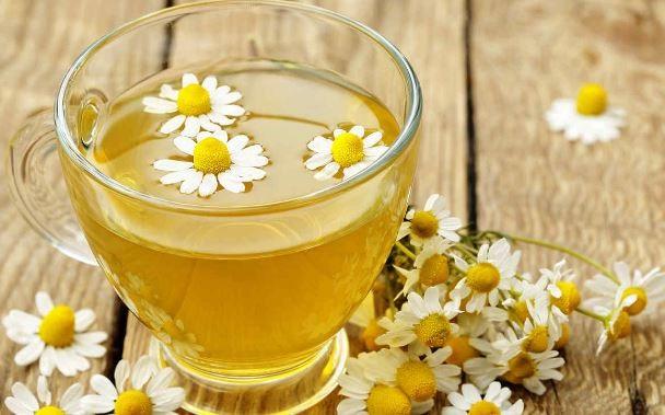 el té de manzanilla es un gran aliado para la hinchazon del abdomen