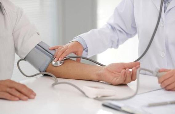 es importante vigilarse la tension arterial alta ya que no suele presentar sintomas