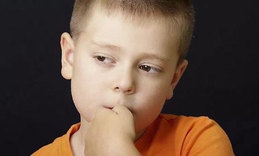 los ninos pueden adquirir el tic nervioso como consecuencia de una mania o una mala costumbre