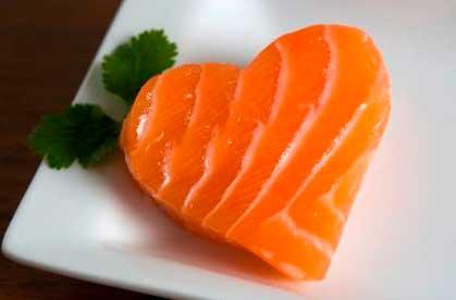 comer salmon nos aporta gran cantidad de nutrientes y propiedades beneficiosas