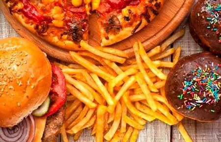 hay que evitar los productos con grasas saturadas, grasas trans y con azucares