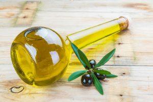 el aceite de oliva ofrece una gran cantidad de beneficios para el cabello
