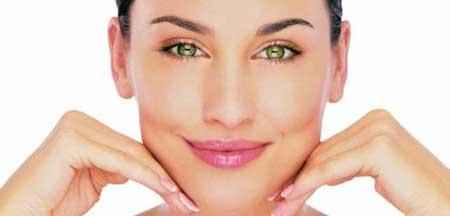 es importante que cuides bien tu piel durante el embarazo para evitar los granos