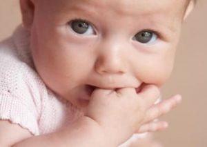 como cuidar de las encias y dientes del bebe