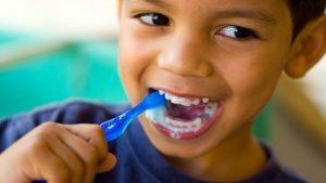 consejos para ayudar a nuestros hijos a cuidar de sus dientes