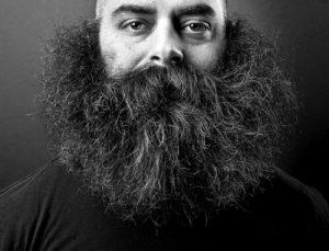 cuanto crece la barba de un hombre por dia