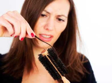 la caida del cabello puede generar baja autoestima en quien la sufre, especialmente las mujeres