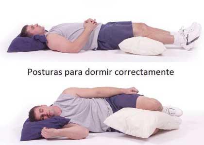 dormir con una almohada entre o debajo de las rodillas mejora la postura
