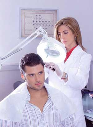 hay que acudir a una clinica para que el especialista haga el microinjerto