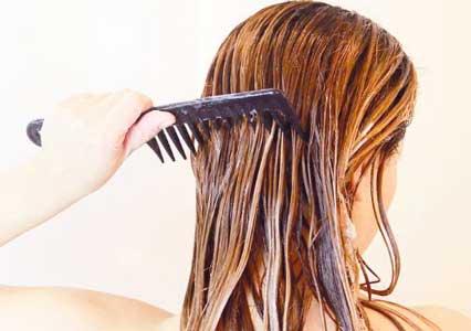 utiliza peines de dientes anchos cuando tengas el pelo humedo para evitar que este se rompa