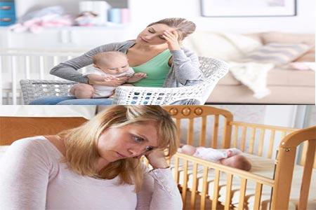 dos padres abrazando a sus hijos y mirada pensativa e ida
