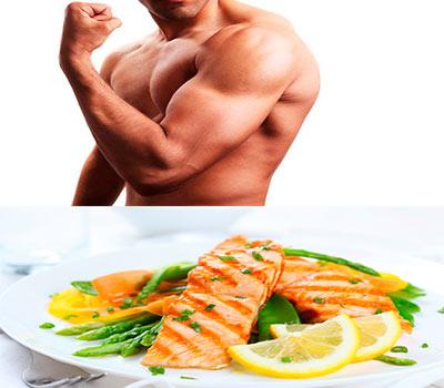ensalada de salmon y arriba un hombre mostrando biceps
