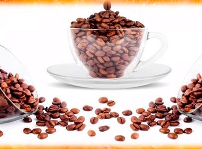 tazas con granos de cafe